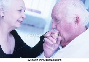 idosos se beijando